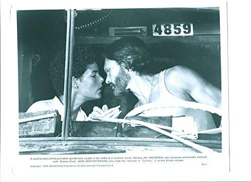 (MOVIE PHOTO: RUBBER DUCK-1978-8X10 PROMOTIONAL STILL-ALI MACGRAW-KRIS KRISTOFFERSON-DRAMA)