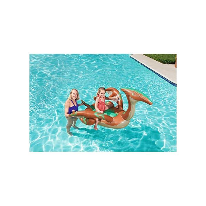51l%2Bm5pPSzL Tiene un diseño a todo color de dinosaurio con grandes alas con agarraderas para flotar con seguridad El complemento para la piscina o mar para que tus hijos se diviertan mientras se refrescan Tiene unas medidas de 198x164 cm indicado para 1 niño