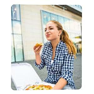 alfombrilla de ratón Adolescente que come la pizza en la calle - rectangular - 23cm x 19 cm