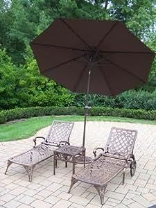 Oakland Living Mississippi 2Chaise Lounges de aluminio fundido con 45,7cm mesa auxiliar, 9-Feet inclinable paraguas y soporte