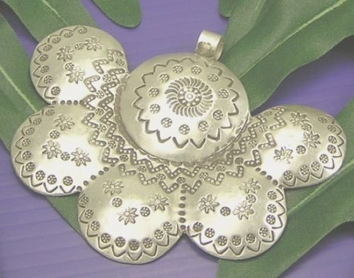 [INFINITY 98% KAREN HILL TRIBE Silver Handmade FLOWER LARGE PLATE Nice PENDANT P254] (Pictures Of Punk Rocker Costumes)