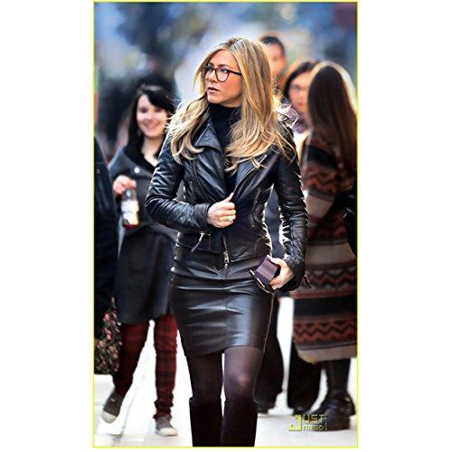 Wanderlust Jennifer Aniston as Linda Gergenblatt in Walking in Black 8 x 10 inch photo
