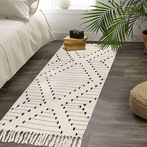 HAOCOO Moroccan Cotton Runner Rug 2 X 4.3 Hand Woven Modern Diamond Area Rug Chic Boho Tassel Rug Black and Beige Throw Rugs Machine Washable Floor Rug Carpet