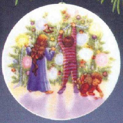 Light Shines at Christmas Collector's Plate 1st in Series 1987 Hallmark Ornament QX4817