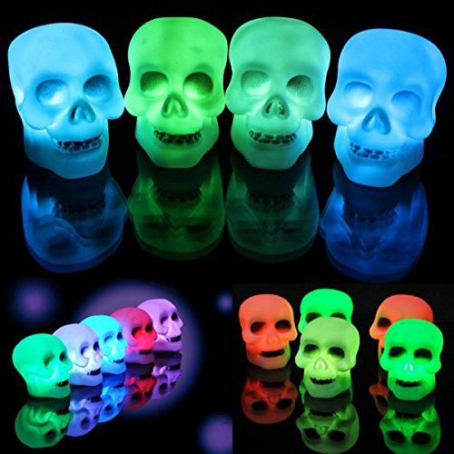 Une lampe LED colorée en forme de crâne pour Halloween