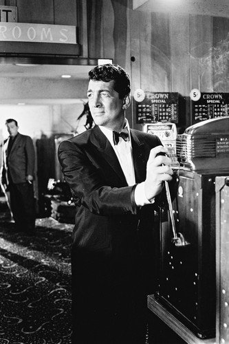 Dean Martin Ocean's Eleven at slot machine in casino 11x17 Mini Poster from Silverscreen