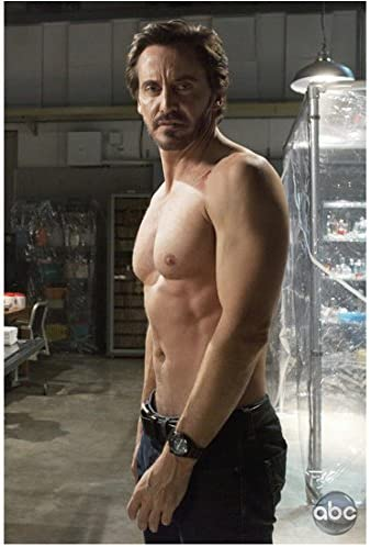 V With Charles Mesure As Kyle Hobbes Shirtless 8 X 10 Inch Photo At Amazon S Entertainment Collectibles Store