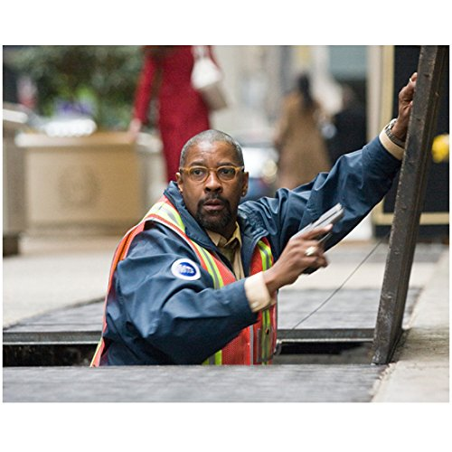 The Taking of Pelham 1 2 3 (2009) 8 inch x 10 inch PHOTOGRAPH Denzel Washington Coming Up Out of Sidewalk kn