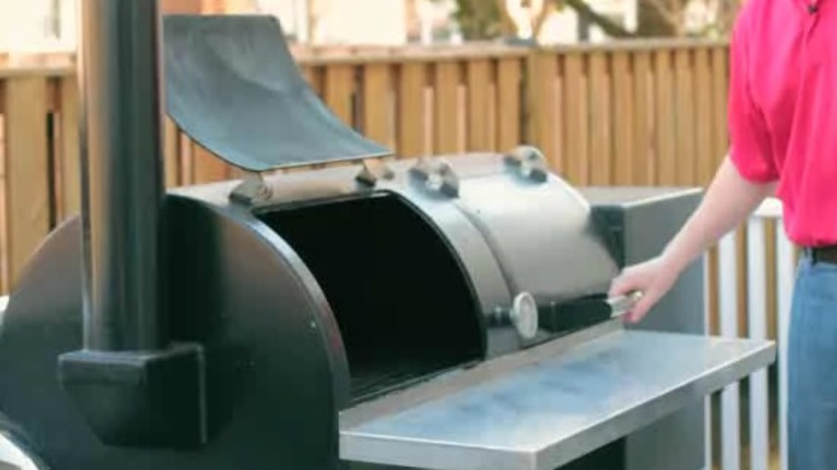 Different Kinds of Grills & Smokers