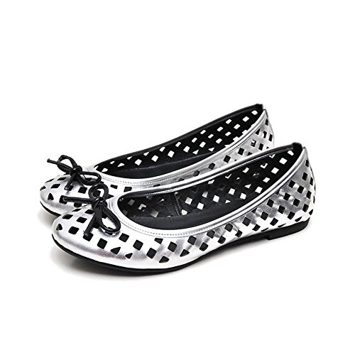 AllhqFashion Womens Closed Round Toe Sheepskin No Heel Solid Sandals with Bowknot Silver kpZKE921yz