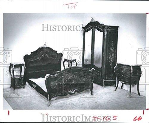 - 1981 Press Photo Dorothy Dix Five-Piece Victorian Bedroom Furniture Suite.