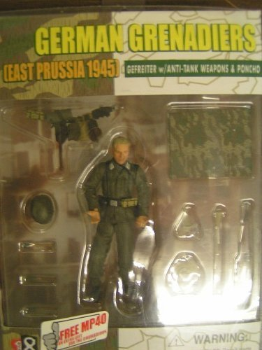 German Grenadiers East Prussia 1945 Gefreiter w/Anti-Tank Weapons and Poncho Dragon Action Figure (German Anti Tank Weapon)