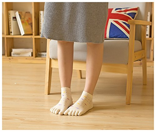 Generic Meng fitted with three pairs of animals fall bear cat cartoon toe socks toe socks toe socks in tube