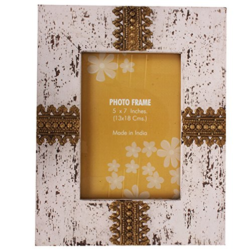 Finish Distress Wood (Purpledip Photo Frame In Vintage Design: Handcrafted Distress Finish Wooden Picture Frame With Brass Adornments (10126))