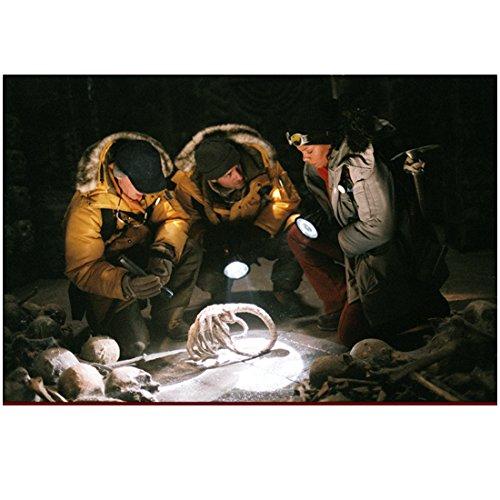 avp-alien-vs-predator-8x10-photo-ewen-bremner-sanaa-lathan-raoul-bova-kneeling-looking-at-bones-skel