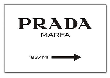 modeschild wegweiser zum konsumkritischen marfa kunstwerk in texas leinwandbild bild auf. Black Bedroom Furniture Sets. Home Design Ideas