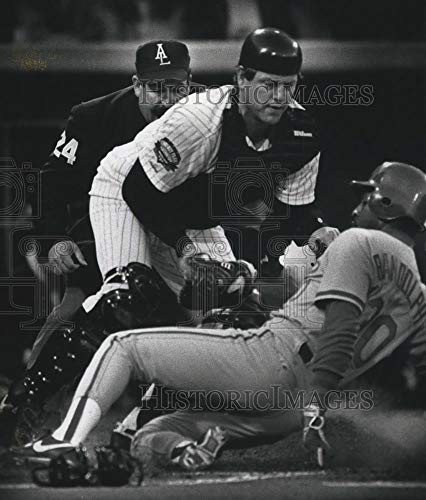 1991 Press Photo Chicago's Carlton Fisk tags Willie Randolph out at the plate. - Historic Images