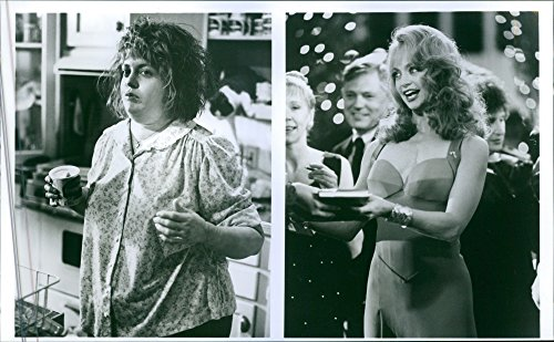 vintage-photo-of-goldie-hawn-in-a-scene-of-the-movie-death-becomes-herswedishd246den-kl228r-henne