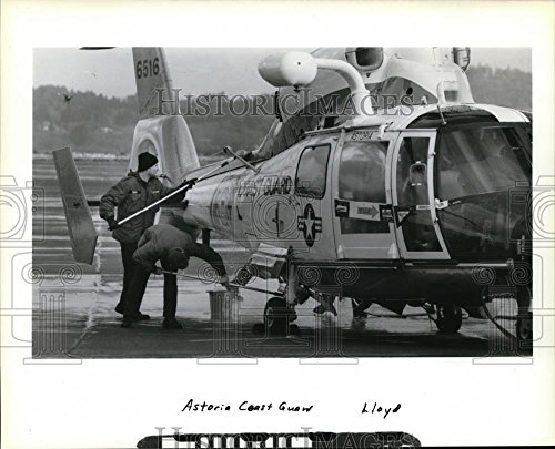 1989 Press Photo Coast Guard -The crews that fly the HH-65A Dolphin (Hh 65a Dolphin)