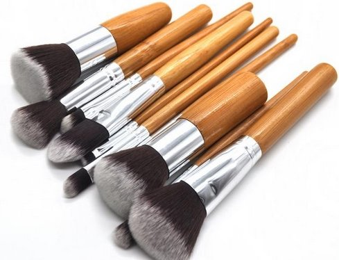 10 Pc Makeup Brush Set. The 10pc Bamboo Handle Synthetic Makeup Brushes Are Held Neatly in It's Custom Canvas Pouch. You Will Love It! Works with All Makeup, Including Liquids, Minerals and Powders. Bonus! Your Purchase Includes Our Makeup Brush Cheat Sheet to Show You the 'Best Use' for Brush Choices. This Set Is Perfect for a Beginner to a Cosmetic Pro. Recommended By Top Makeup Artists. These Makeup Application Brushes Make a Great Gift!