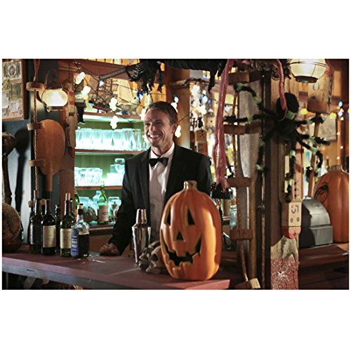 Hart of Dixie Wilson Bethel as Wade Kinsella tending bar during a Halloween episode 8 x 10 Inch Photo