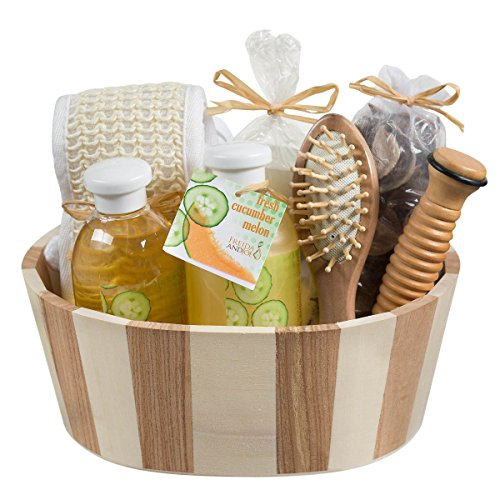 Fresh-Cucumber-melon-two-tone-wood-spa-basket-Wooden-massage-comb-reflexology-wood-stick-back-scrubber-loofah-candle-potpourri-in-an-organza-bag-260ml-shower-gel-260ml-bubble-bath