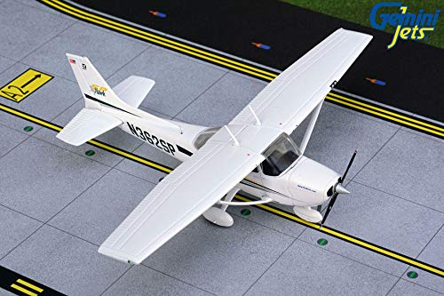 Gemini Jets GGCES008 Cessna 172SP Skyhawk N362SP / GEMGGCES008 1:72 Gemini General Aviation Cessna 172 Skyhawk Reg #N362SP (pre-Painted/pre-Built)