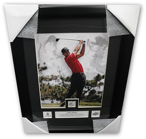 (Tiger Woods Unsigned 8x10 Photo Framed With Tournament Used Glove UDA)