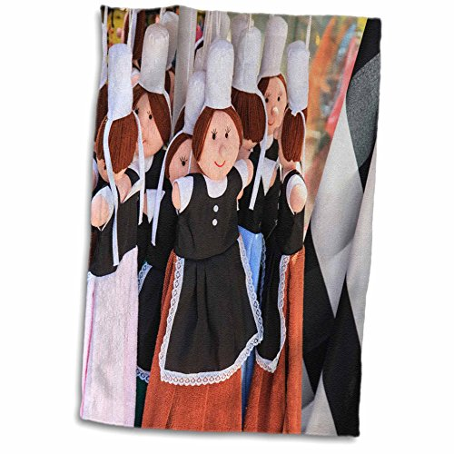 Costume De Bigoudene (3dRose Danita Delimont - France - Dolls are dressed in the traditional costume of the women of Brittany - 15x22 Hand Towel (twl_227311_1))