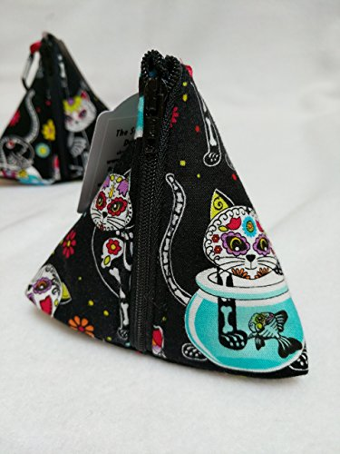 Steam Punk Cat Pouch Bag - Small Zip up Purse. Handmade zip up triangular purse made using a lovely Steam Punk Cat print on a black background. Other common uses Dog treat bag, Dog poop bag holder.