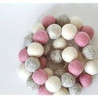 Guirnalda de bolitas de fieltro en tonos neutros y rosa ideal para cuarto de niña o de bebé en tres tamaños a escoger