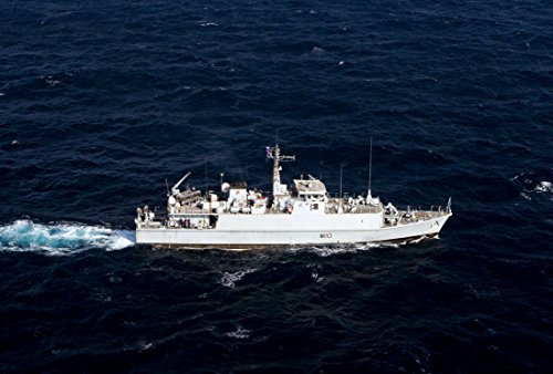 the-arleigh-burke-class-guided-missile-destroyer-uss-stockdale-ddg-106-hoists-a-240-foot-homeward