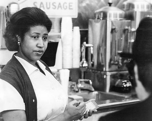 Music 8x10 Photo - The Blues Brothers Aretha Franklin 8x10 Promotional Photograph as waitress