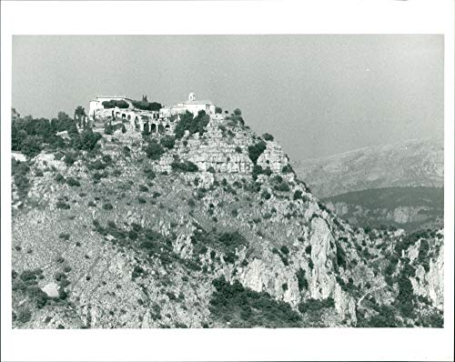 (Vintage photo of The Village of Gourdon built on a rock spur.)