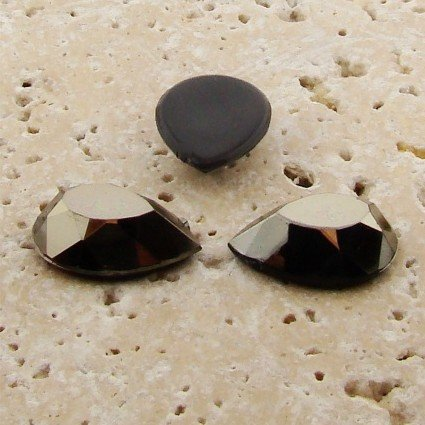 PlasticBeadsWholesale Jewel-Tone Faceted Pear Cabochons | Plastic Acrylic Lucite Flatback Beads for Jewelry Making | Hematite Color 18x13mm Sold in Lots of 144 ()
