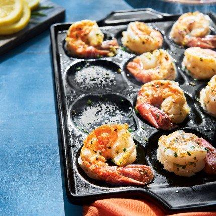 Sur la table sur la table pro ceramic shrimp and scallop for La cuisine 29 x 26cm cast iron grill pan