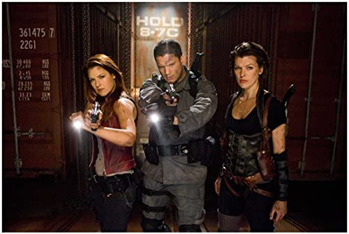 Resident Evil Afterlife 2010 8 Inch X10 Inch Photo Wentworth Miller Between Milla Jovovich Ali Larter Kn At Amazon S Entertainment Collectibles Store