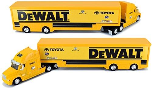Rig Transporter - 2017 Edition Matt Kenseth Dewalt 1/64 Scale Hauler Trailer Tractor Semi Rig Transporter Truck Diecast NASCAR Authentics