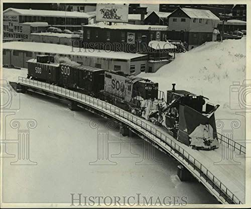 (1975 Press Photo Snow plow train of the Soo Line's railroad crosses Portage Lake)