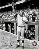 New York Yankees Mickey Mantle Tips His Cap At Yankee Stadium 8x10 Photo Picture (tip)