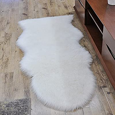 HUAHOO Faux Fur Sheepskin Rug Ivory White Kids Carpet Soft Faux Sheepskin Chair Cover Home Décor Accent for a Kid's Room,Childrens Bedroom, Nursery, Living Room or Bath. 2' x 3'