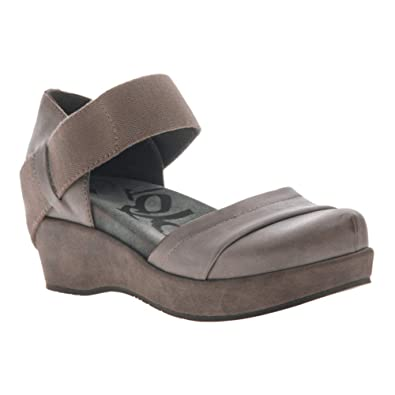 7c03bede004 OTBT Women s Wander Out Closed Toe Wedges - ZINC - 5.5