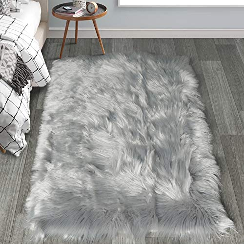 HAOCOO Faux Fur Sheepskin Rug Fuzzy Fluffy Rectangle White Area Rugs 3' x 5' Kids Carpet for Bedroom Living Room Floor Or Across Your Armchair Sofa Couch (Fuzzy Rug Grey)