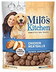 Mouthwatering, home-style meatballs made with real chicken. Your dog will drool over this wholesome treat that is deliciously cooked to perfection for an authentic chicken taste without artificial flavors or colors.