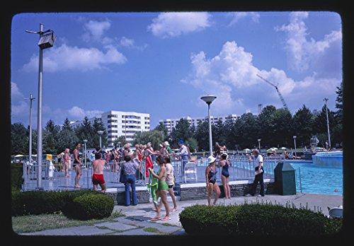24 x 36 Photo of Concord pool dance lesson, Kiamesha Lake, New York 1977 Margolies, John 64a by Vintography