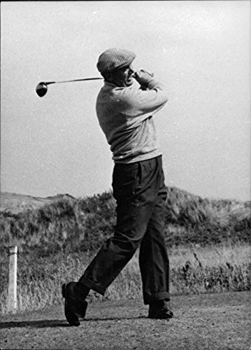 vintage-photo-of-r-j-white-playing-golf