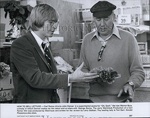 1977 Press Photo Carl Reiner and John Denver in