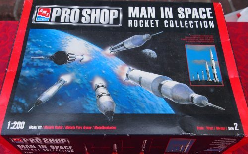 - AMT Pro Shop Man in Space Rocket Collection 1:200 Model Kit