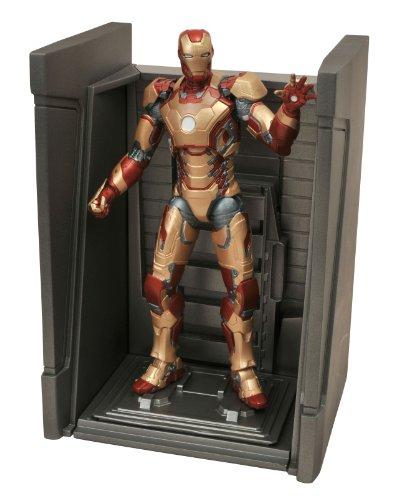 Diamond Select Toys Marvel Select Iron Man 3 Movie: Iron Man Mark 42 Action Figure