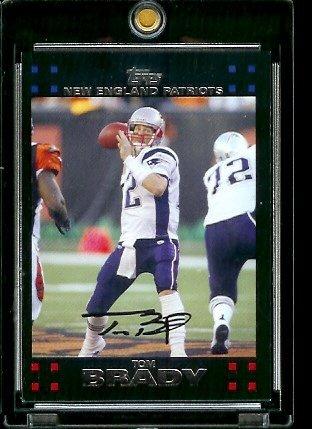 (2007 Topps Football Card #28 Tom Brady Mint )